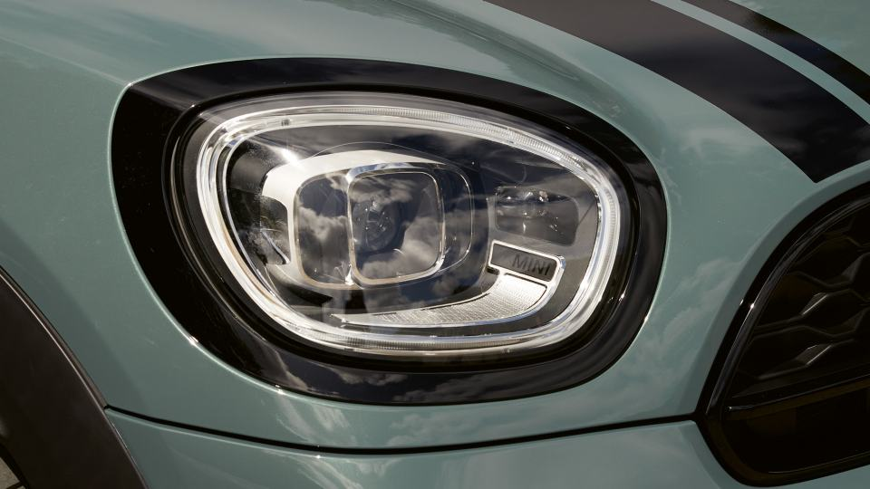 LED HEADLIGHTS WITH CORNERING LIGHTS.